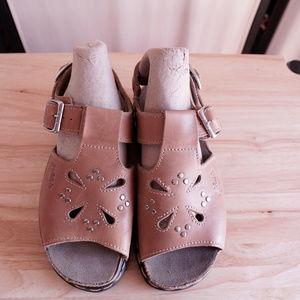 Doc Martens Sandals NWOB Tan Cutout Platform US 4